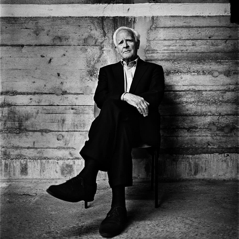 John le Carré Sitting
